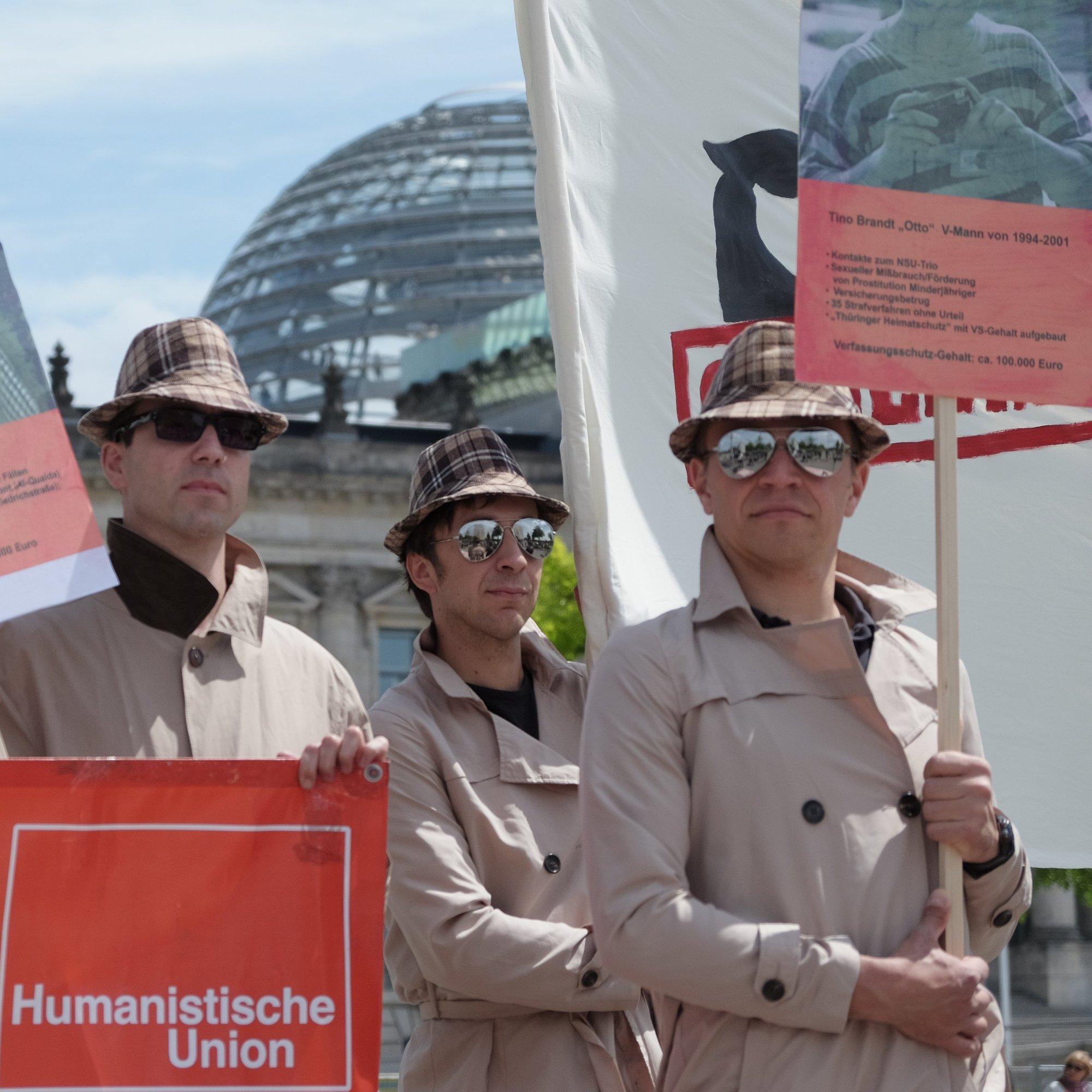 Beitragsbild Keine Straffreiheit für den Geheimdienst – Bürgerrechtler demonstrieren vor dem Bundestag